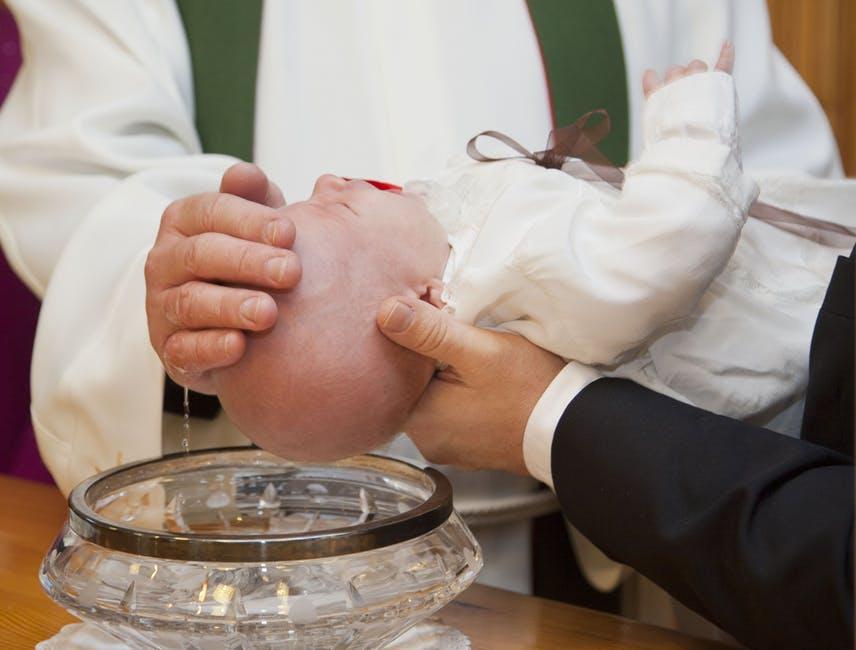 chrzciny dziecka w kościele